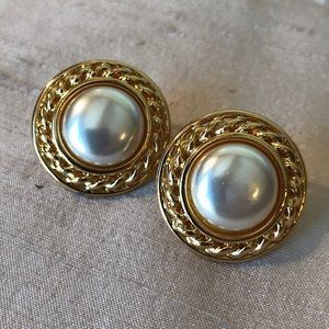 vtg Napier Chanel-style Pearl gold clip earrings